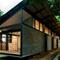 Rumah dengan Atap Perisai